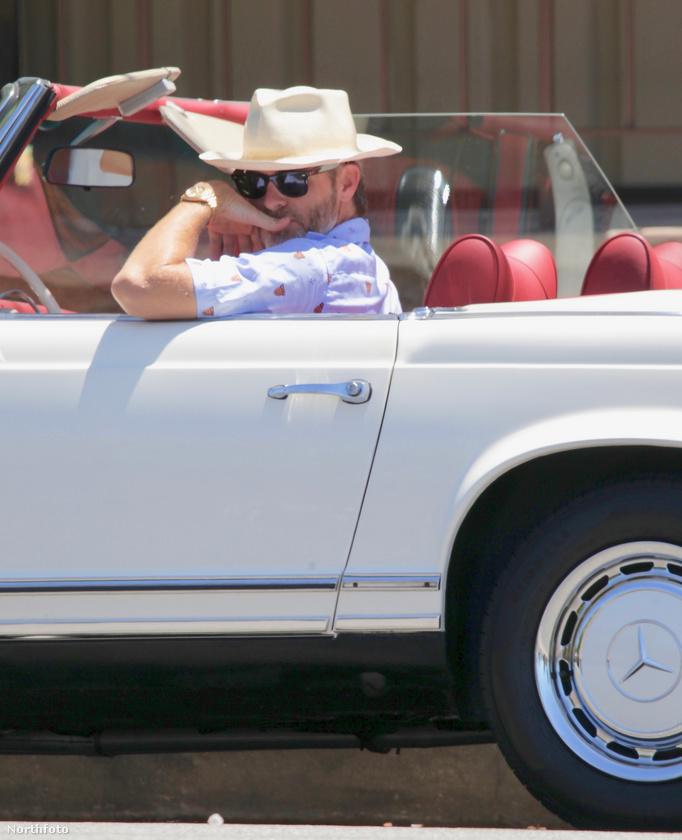 Chris Pine a minap ilyen filmbeillően ment a barátnője elé Los Angelesben.