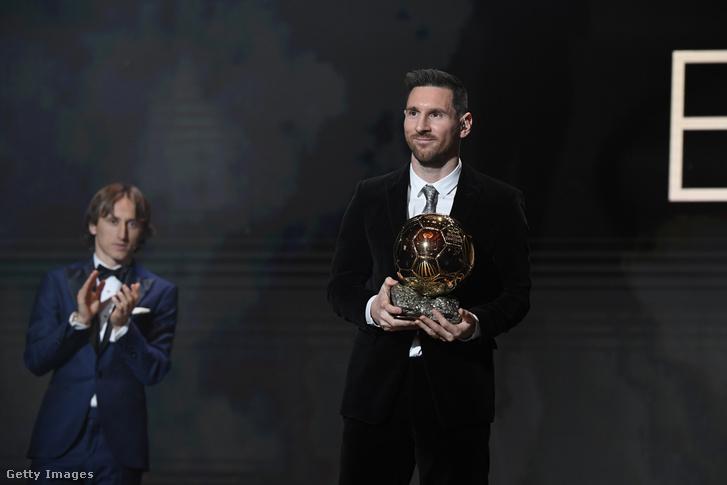 Az Aranylabda díjátadója 2019. december 12-én Párizsban. Háttérben a 2018-as győztes Luka Modric, előtte pedig a 2019-es győztes Lionel Messi.