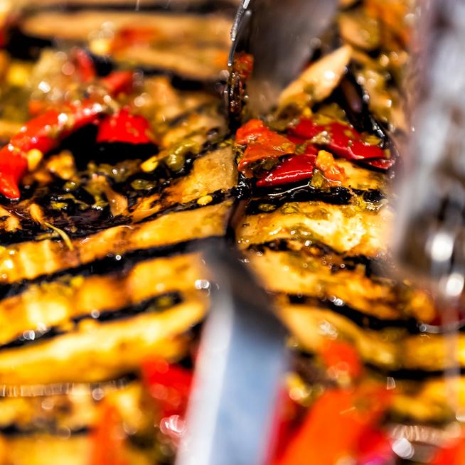 Grillezett, fehérborban pácolt padlizsánszeletek – Könnyed nyári köret húsok mellé