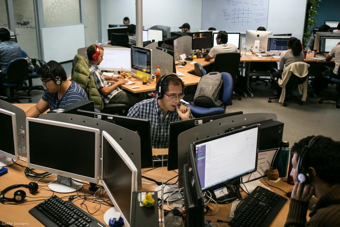 Egy tech cég alkalmazottai 2016. május 2-án.