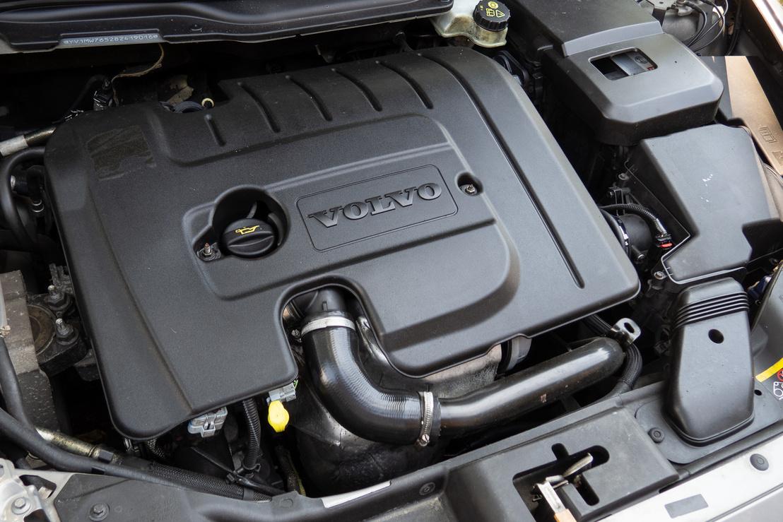 Tiszta motortér, gondosan ápolt autó. Az 1,6-os dízel 109 lóerőt tud, a nyomaték 240 Nm