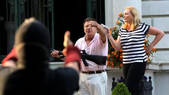 Vádat emeltek a hírhedt amerikai ügyvédpár ellen, akik fegyvert fogtak a tüntetőkre