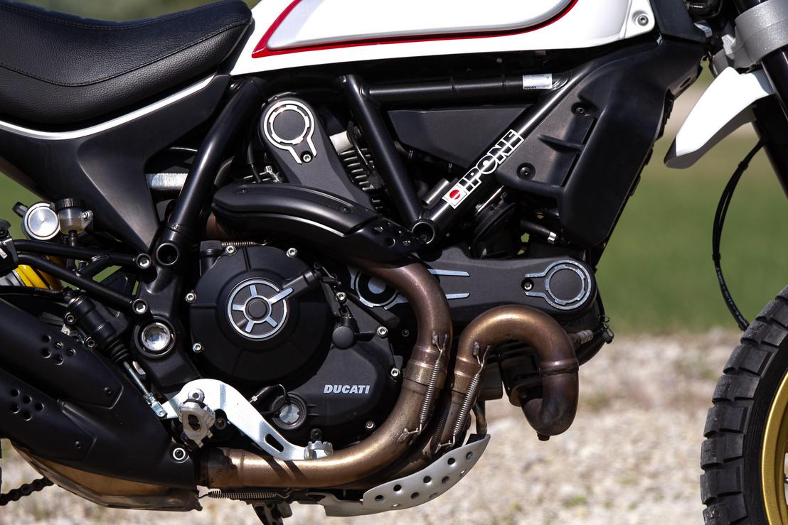 A jó öreg levegős L2-es régi bútordarab a Ducatinál