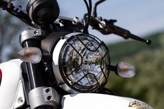 A lámpavédő rács inkább dizájn, mint funkcionális kiegészítő