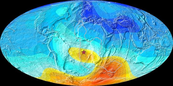 A dél-atlanti anomália. A sárga területek a gyengébb másneses mezőt jelzik. A vörös csillagnál Szent Ilona szigete