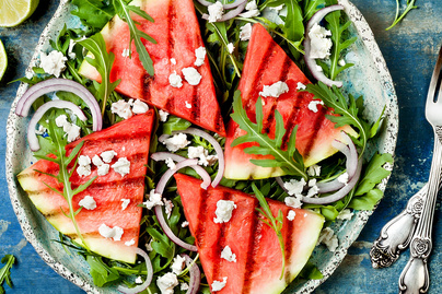 Könnyű nyári saláta grillezett görögdinnyével és feta sajttal – Friss limelé koronázza meg