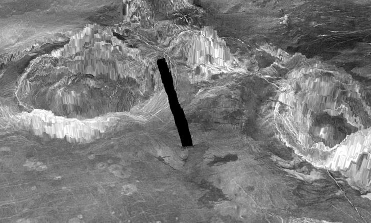 A Vénusz két koronája (a középső fekete csík a sok felvételből összeállított képből hiányzó adatok helye)