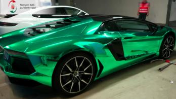 Több milliárdos áfacsalás miatt foglalta le a NAV a Lamborghinit, amivel maszkot osztogattak
