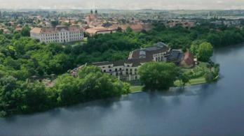 Kisebb szállodát ígér Tatára a beruházó