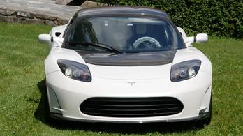 1,5 millió dollárért kínálják ezt a Tesla Roadstert