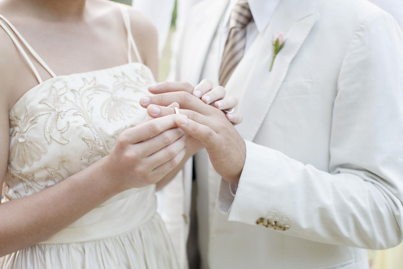 bizarr-esküvő-borító