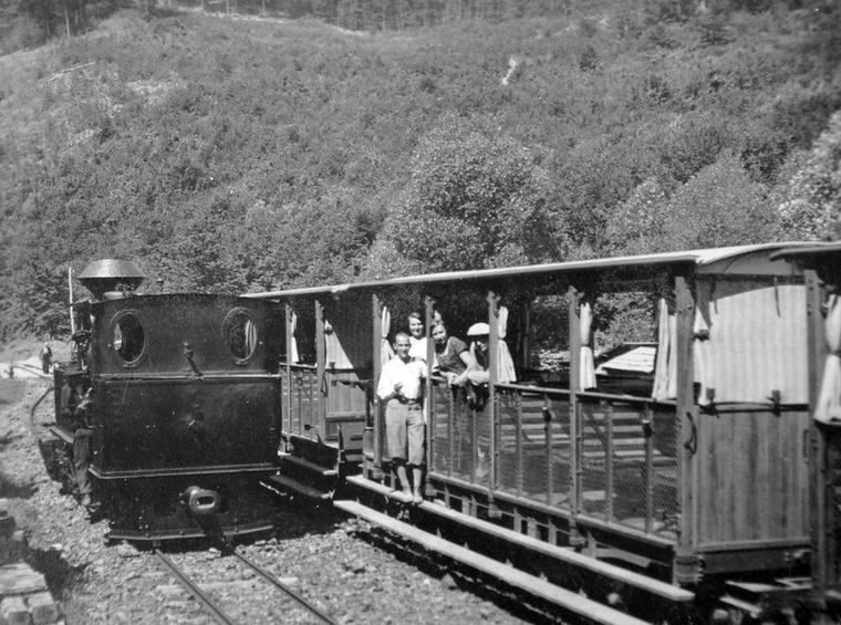 A Lillafüredi Állami Erdei Vasút vonalát eredetileg a fahiány pótlására kezdték el építeni a második világháború végén, de később a turistákat is a Bükkbe vonzotta