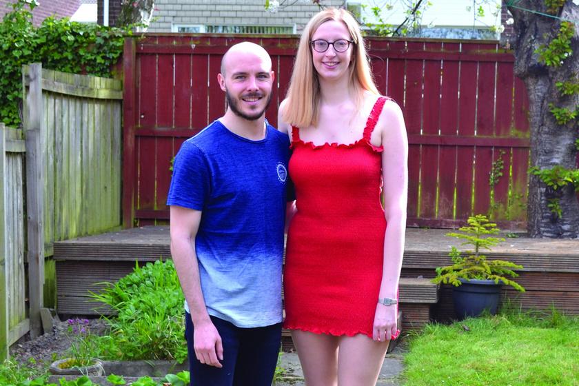 A 185 centis nő és szerelme megmutatják, mennyire nem számít a magasság - Alacsonyabb párja magabiztosabbá tette