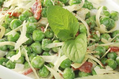 Tartalmas majonézes zöldborsósaláta nyári ebédekhez – Bacon és sajt is gazdagítja