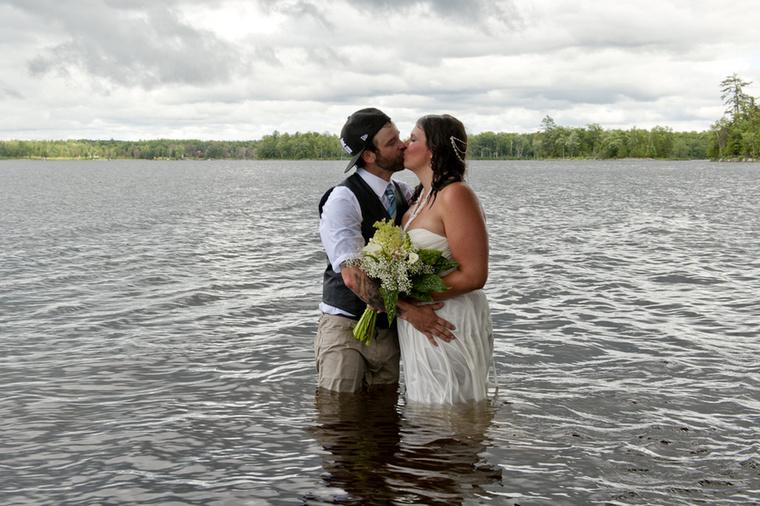 Sopánkodás helyett ezért inkább adtak egymásnak egy romantikus, házastársi csókot.