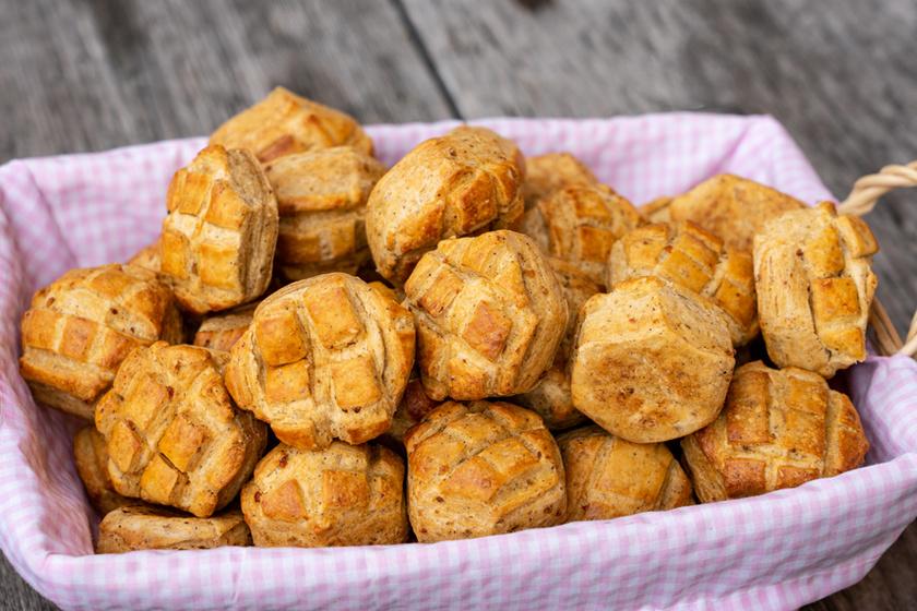 Ropogós tetejű tepertős pogácsa a mama receptje szerint – Így készítve lesz igazán finom