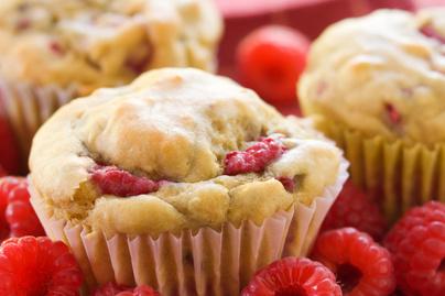 Cukormentes joghurtos-málnás muffin – Extra puha a tésztája