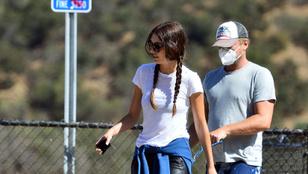 Leonardi DiCaprio és barátnője kutyát sétáltattak
