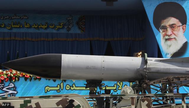 Katonai felvonulás Teheránban