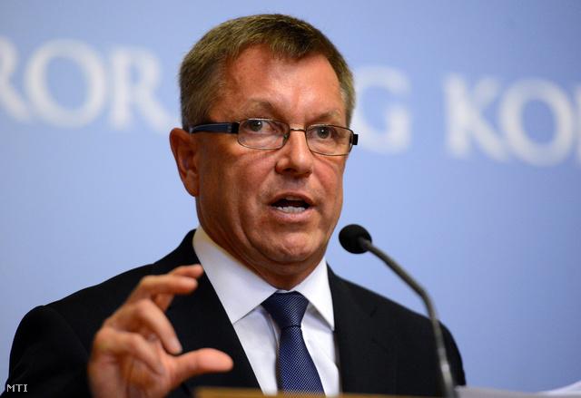 Matolcsy György nemzetgazdasági miniszter sajtótájékoztatót tart a Miniszterelnökségen