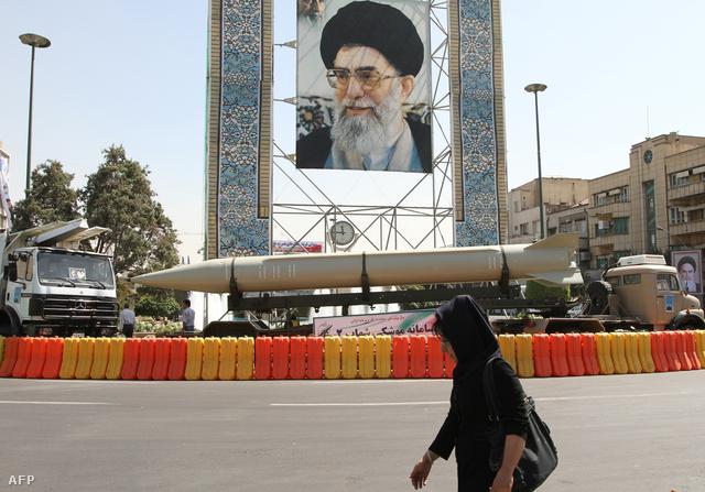 Shahab-2 rakéta egy katonai parádén Teheránban