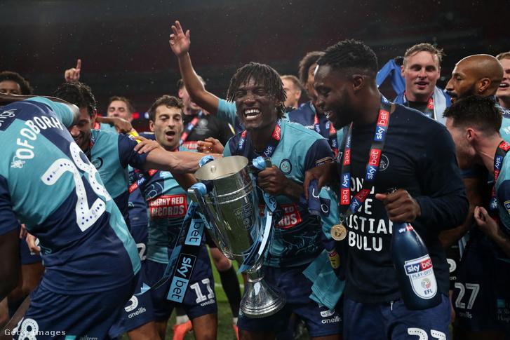 A Wycombe Wanderers ünnepel miután megnyerte a League One döntőt az Oxford United ellen a Wembley Stadionban, 2020. július 13-án, Londonban