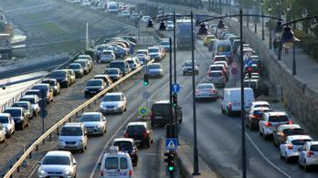Autósok figyelem: a jövőben fekete-fehér lesz a zöldkártya