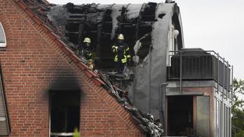 Németországban lakóépületre zuhant egy repülőgép, hárman meghaltak