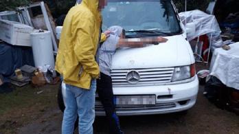 Rendőrök csaptak le egy beszerzőkörútról hazatérő drogdílerre