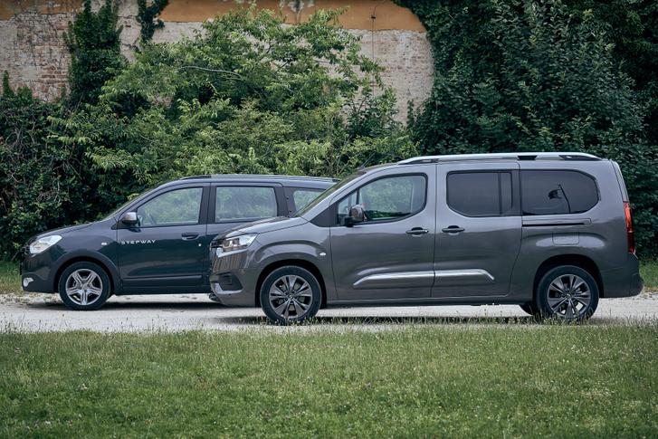 A lemez-üveg arány jobb a Dacia esetében, és sötétítés sincs, így kellemesebb, napfényesebb az utastér, hiába kisebb