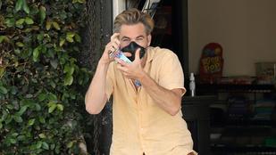 Chris Pine irtó lazán, Ben Affleck morcosan reagált az őket fotózókra