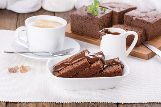 Tripla csokis változatban kakaóport és egy kevés habtejszínt is adj az elkészült tejbegrízhez.