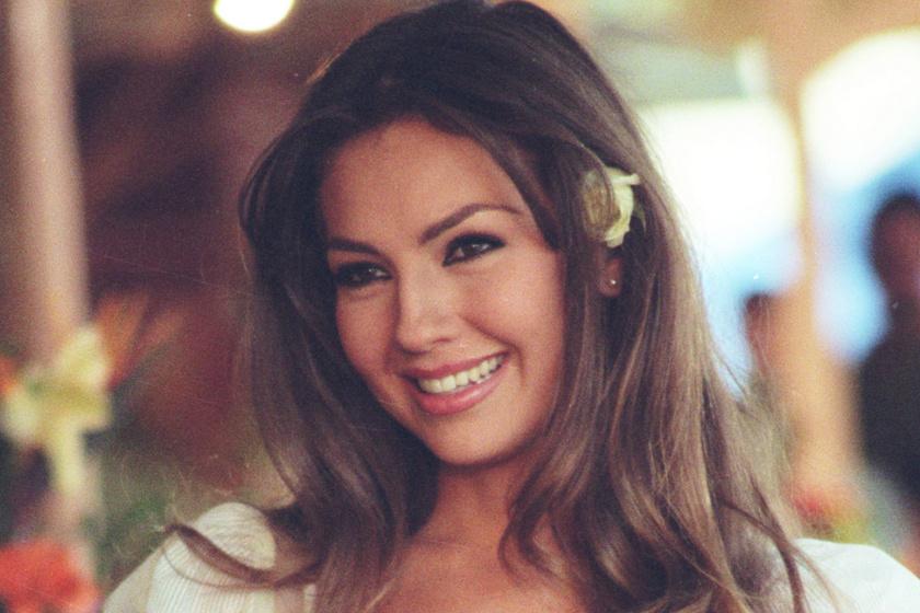 A Rosalinda sztárja közel az 50-hez is bombanő bikiniben: Thalía alakjánál szebbet rajzolni sem lehetne