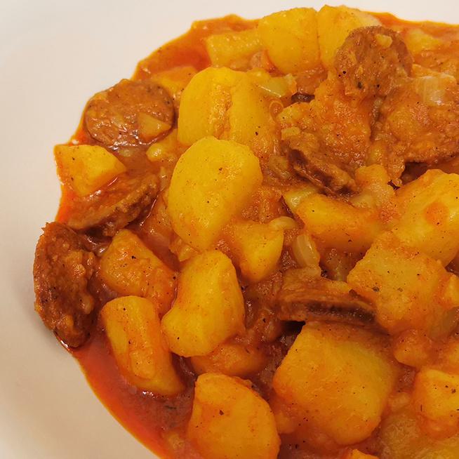 Tartalmas, szaftos paprikás krumpli bográcsban készítve – Egyszerű, de nagyon ízletes
