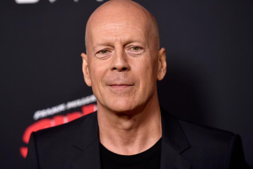 Bruce Willis ezért a bombázóért rajong 13 éve: Emma gyönyörű nő