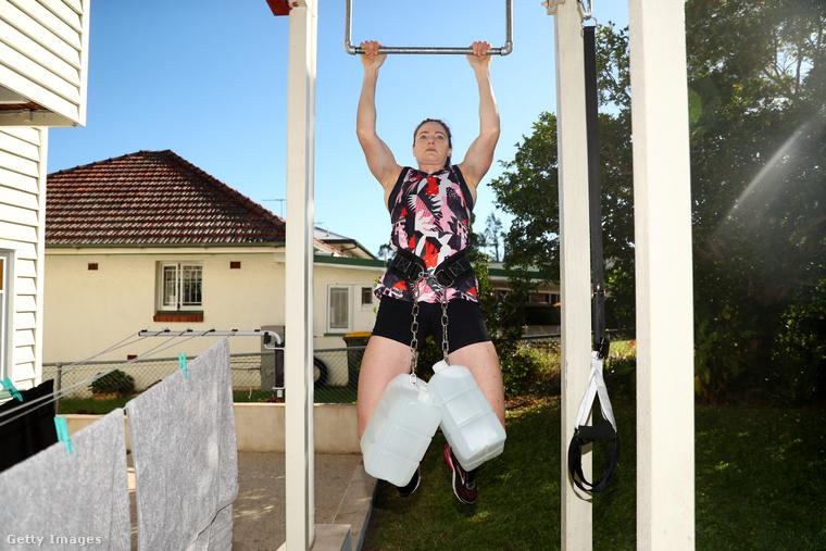 Ő pedig már a 28 éves Cate Bronte, aki Brisbane-ben lakik