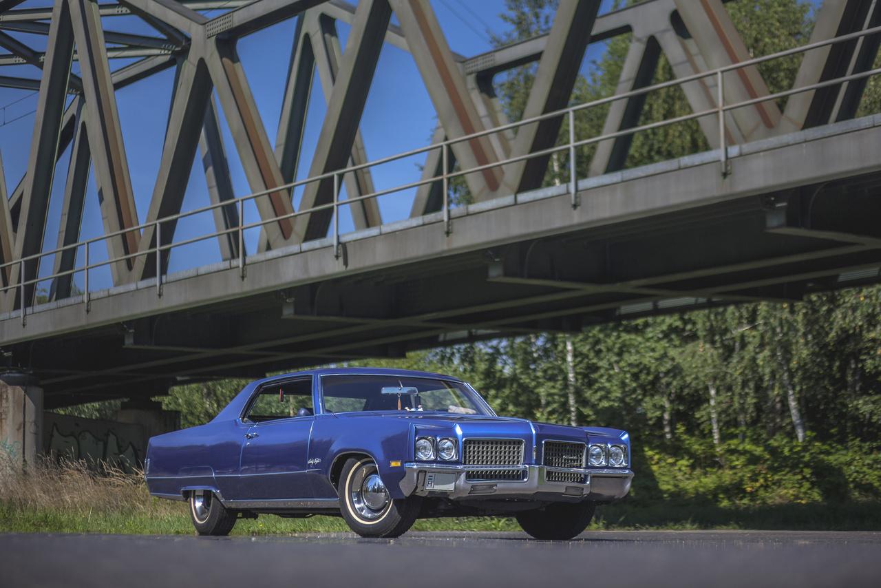 Az Oldsmobile az Egyesült Államok legrégebbi autógyára: Ransom E. Olds 1897-ben alapította Michigan államban. 1899-ben eladta a céget egy befektetőnek, Samuel L. Smith-nek, de a céget továbbra is Olds vezette. Ugyanebben az évben a gyár Detroitba költözött.