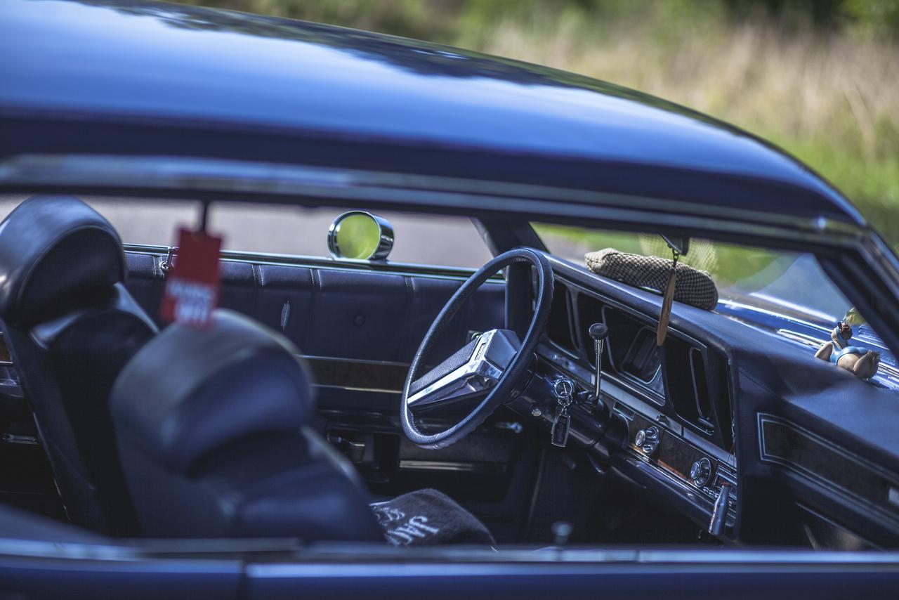 Ahogy a pénze, ideje engedte elkezdte felújítani, sokszor segítséget kérve és kapva a meglepően nagy és színes, zalai amerikai autós közösségtől.