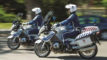 Motoros rendőrök kísértek egy vajúdó nőt a kórházba