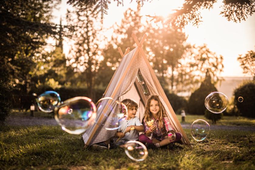 Így lesz boldog a nyár utolsó hónapja a gyereknek: nem a sok táboron és utazáson múlik