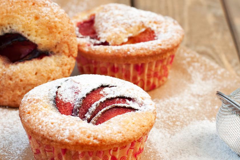 30 perces szilvás muffin: a tésztája a joghurttól még puhább