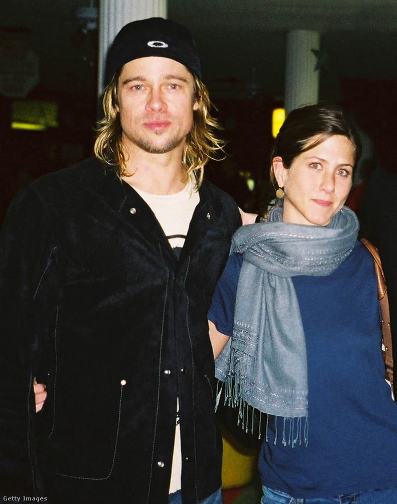 2003-nál tartunk még csak a Pitt-Aniston házasság történetében, csodáljuk meg, hogy a ebben évben, amikor a pár továbbra is népszerűsége csúcsán járt, Brad Pitt hogyan növesztette meg a haját.