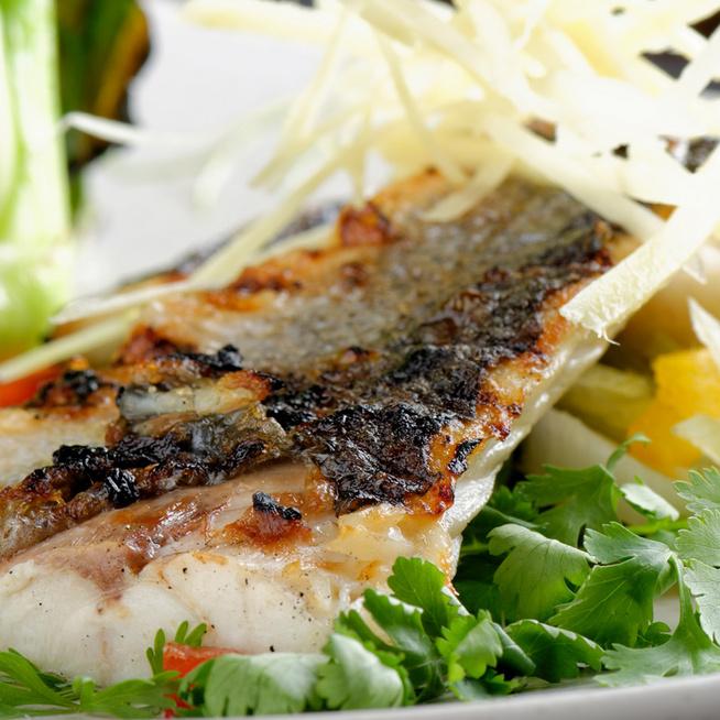Dobd fel a hétköznapi menüt, készíts citrusos-csípős tengeri sügért!