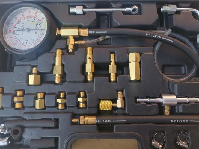 Üzemanyagnyomás-mérő készlet