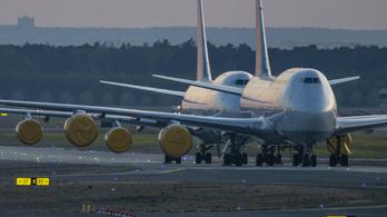 Több milliárd dollár vesztesége volt a Boeingnek az első fél évben