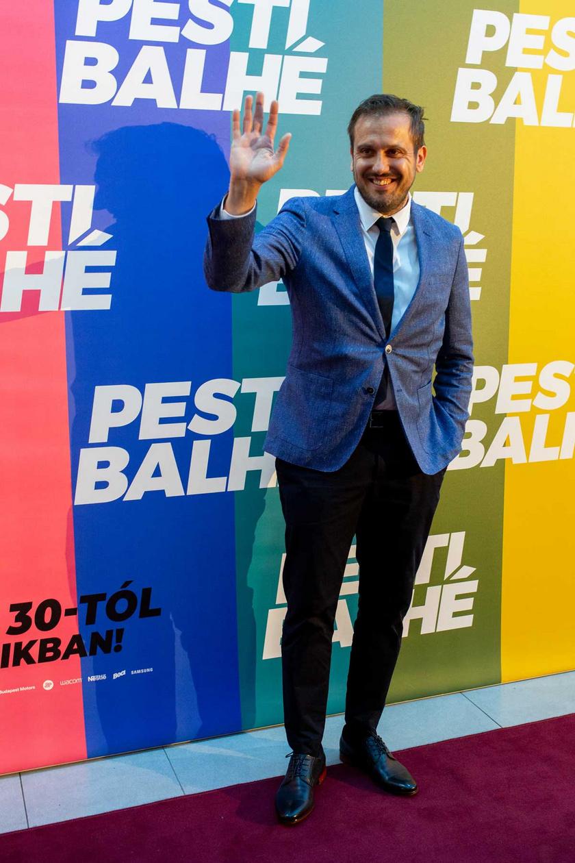 A Pesti balhé július 27-i díszbemutatóján. A vígjátékban ő az egyik főszereplő.