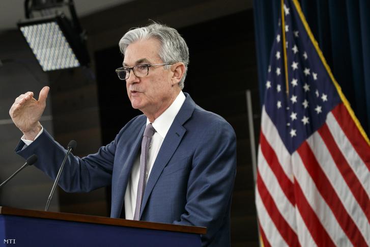 Jerome Powell az amerikai jegybank szerepét betöltő Szövetségi Tartalékbankrendszer a Federal Reserve System (Fed) elnöke sajtóértekezletet tart a Szövetségi Nyíltpiaci Bizottság (FOMC) kétnapos ülése után Washingtonban 2020. március 3-án. 2020. július 30-i jelentések szerint a Fed monetáris döntéshozó testülete nem csökkentette az irányadó dollárkamatot.