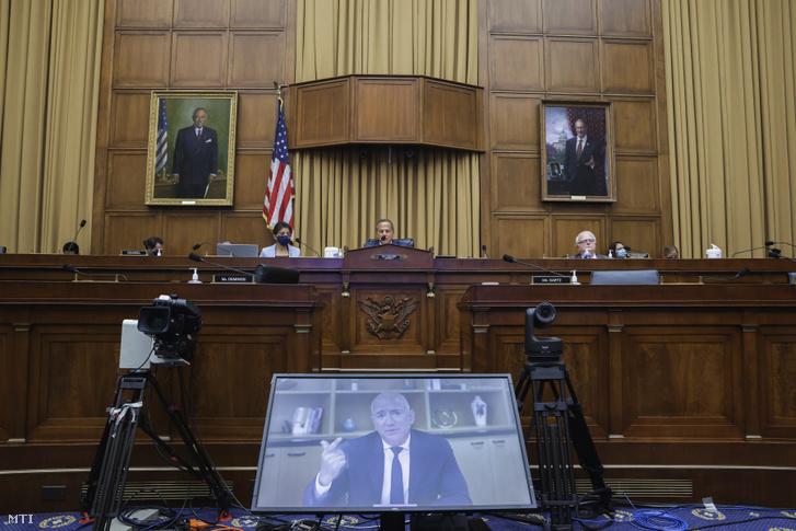 Jeff Bezos az Amazon vezérigazgatója a trösztellenes videokonferencián a Capitoliumban 2020. július 29-én.