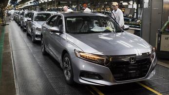 Az irodai munkásokat is a gyártósorra küldte a Honda ohiói üzemében