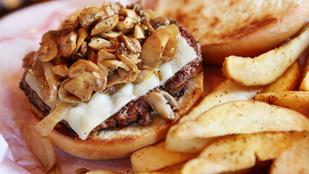 Nyári burger gombával és zsályás-fokhagymás majonézzel